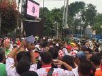 Relawan Bagikan Kaos di Peluncuran Aplikasi Jutaan KTP Dukung Jokowi