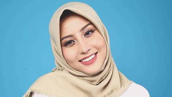 Awkarin Jualan Hijab, Aji Mumpung Lebaran?