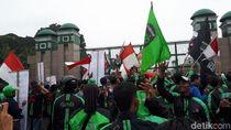 Aksi di depan DPR, Massa Curhat Tarif Ojek Online