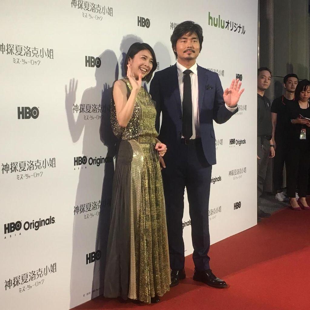 Cantik dan Tampan! Aksi Para Bintang Miss Sherlock di Red Carpet