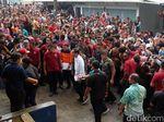 Ketemu Anak-anak Korban Gempa Banjarnegara, Jokowi Bagikan Buku