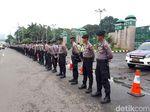 Polisi Mulai Berbaris di Depan Gedung DPR Amankan Demo Ojol
