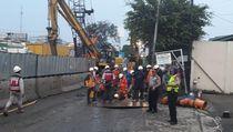 Tersenggol Alat Berat di Proyek Tol, Pipa Gas di Cakung Bocor