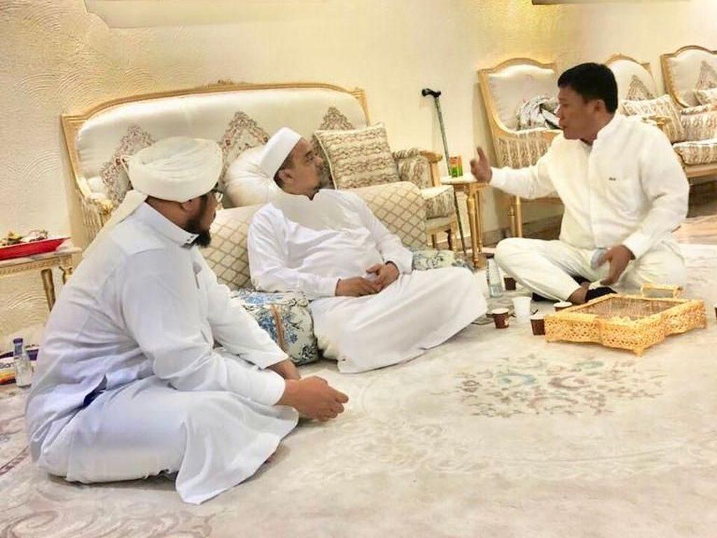 Bikin Kaget! Politikus PDIP Bertemu Habib Rizieq di Mekah