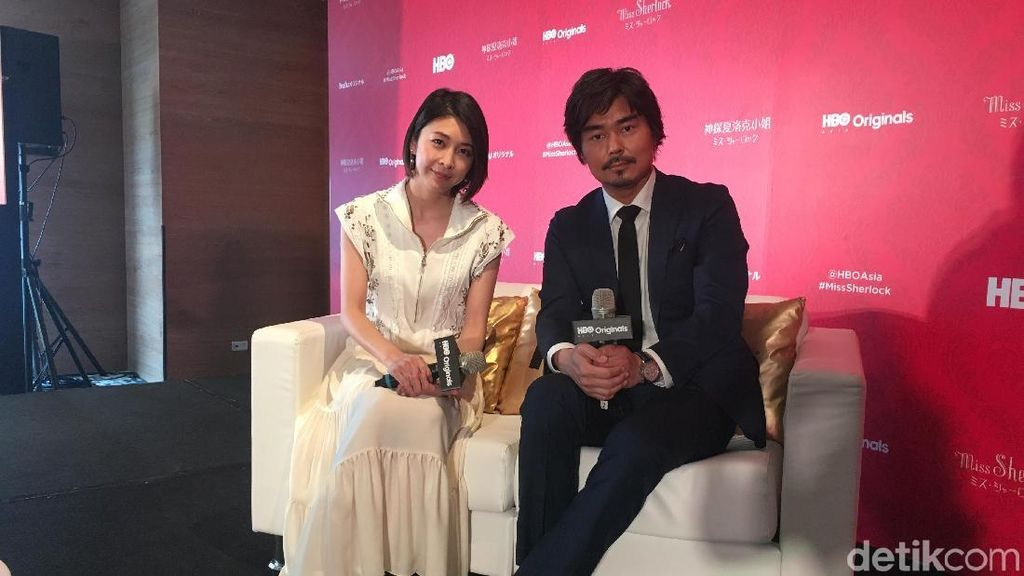Puja-puji Yuko Takeuchi untuk Sherlock dan Shihori Kanjiya