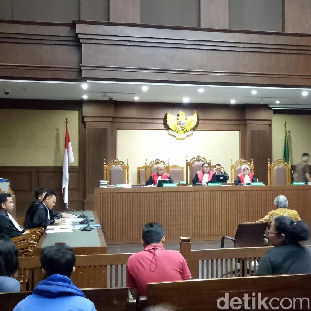 Hakim Cecar Dokter RS Premier soal Diagnosis Novanto
