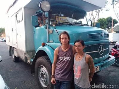 Keren! 3 Bule Keliling Dunia Naik Truk Caravan Mampir di Banyuwangi