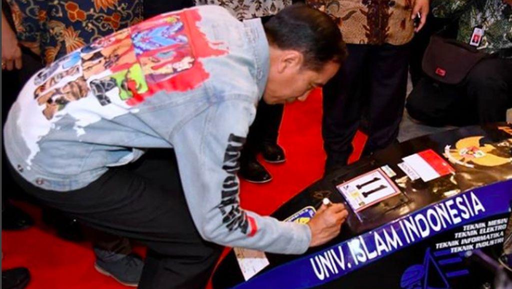 Mobil Listrik Mahasiswa yang Dapat Tanda Tangan Jokowi