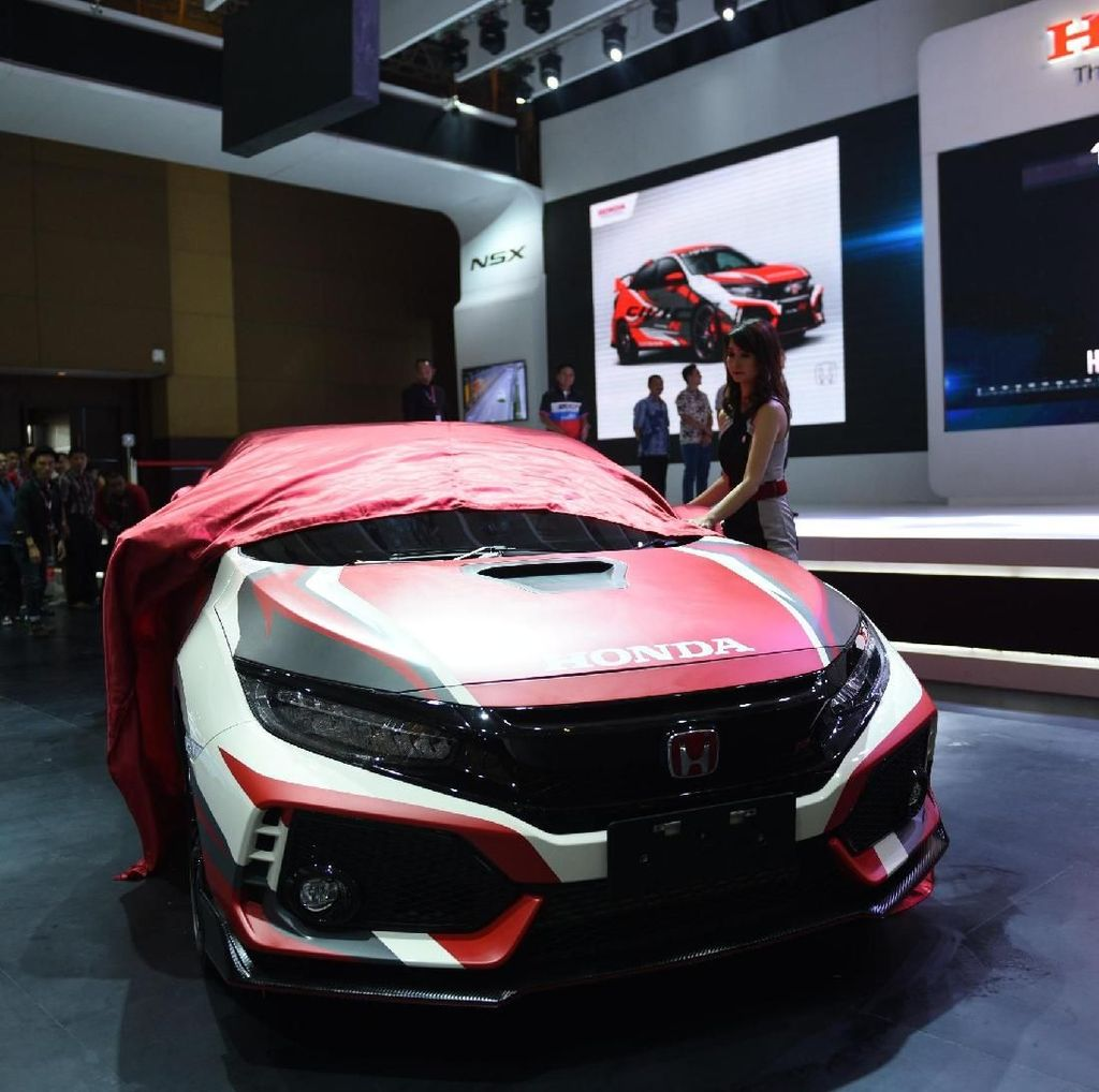 Honda Civic Type R Dibalut Stiker Ini Keren Juga!