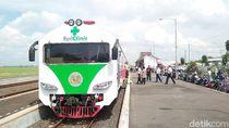 Antusias Warga Cirebon Berobat Gratis di Kereta Medis