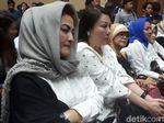 Video Gaya Istri Setya Novanto Usir Galau di Persidangan