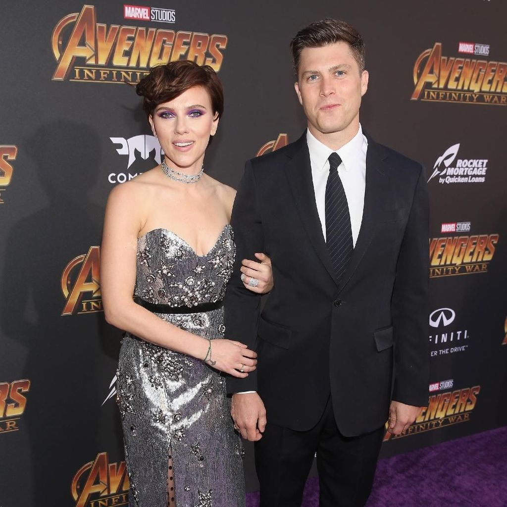 Tak Hanya Pacar, Scarlett Johansson Juga Pamer Tato di Punggung