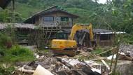 Berdiri di Atas Hutan Negara, Bangunan di Puncak Bogor Diratakan