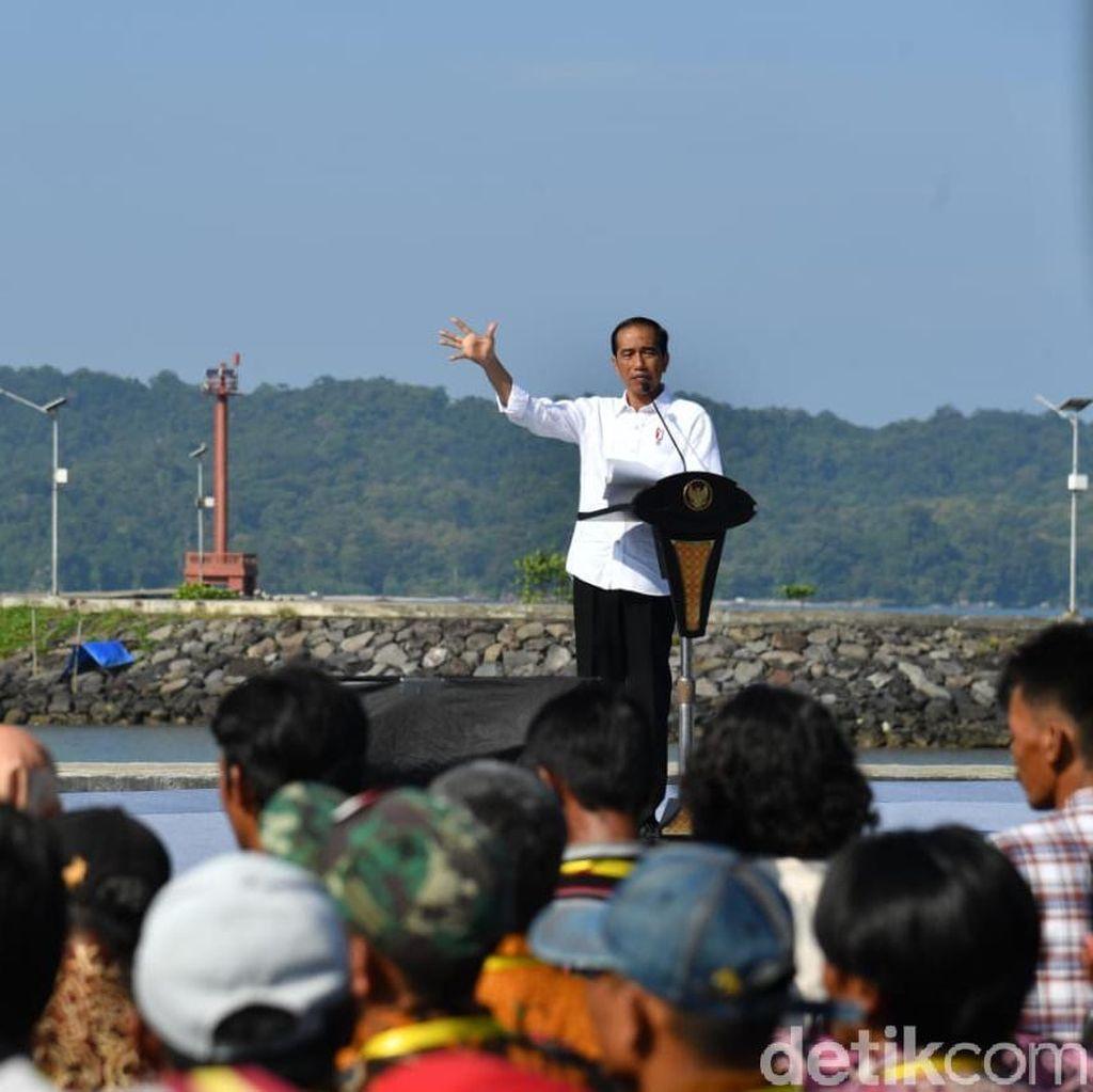 Jokowi Resmikan Proyek Keramba Jaring Apung di Pangandaran