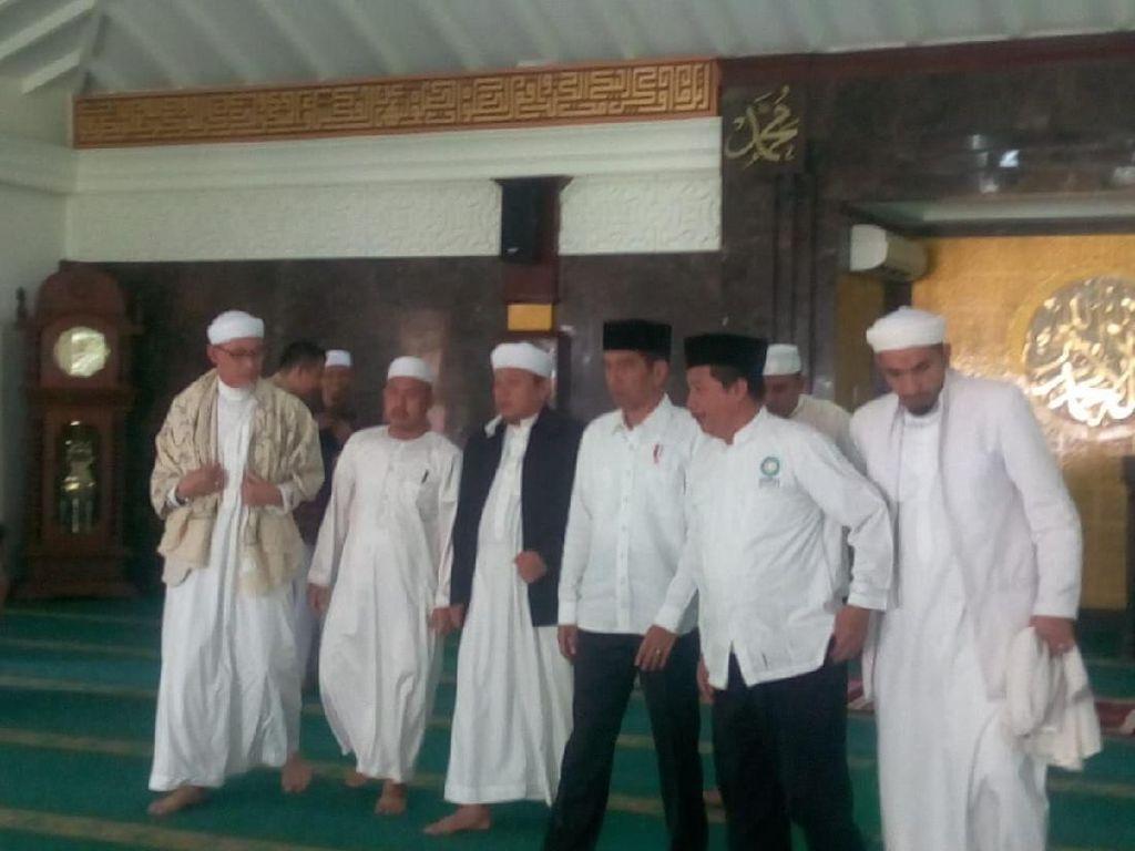 Buntut Panjang Pertemuan Jokowi-PA 212