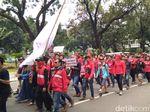 Jelang May Day, Massa Beraksi di Depan Istana