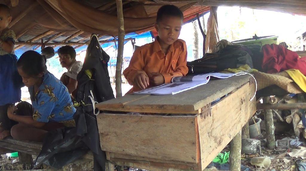 Tiga Siswa Suku Anak Dalam Jambi Ikut UN SMP