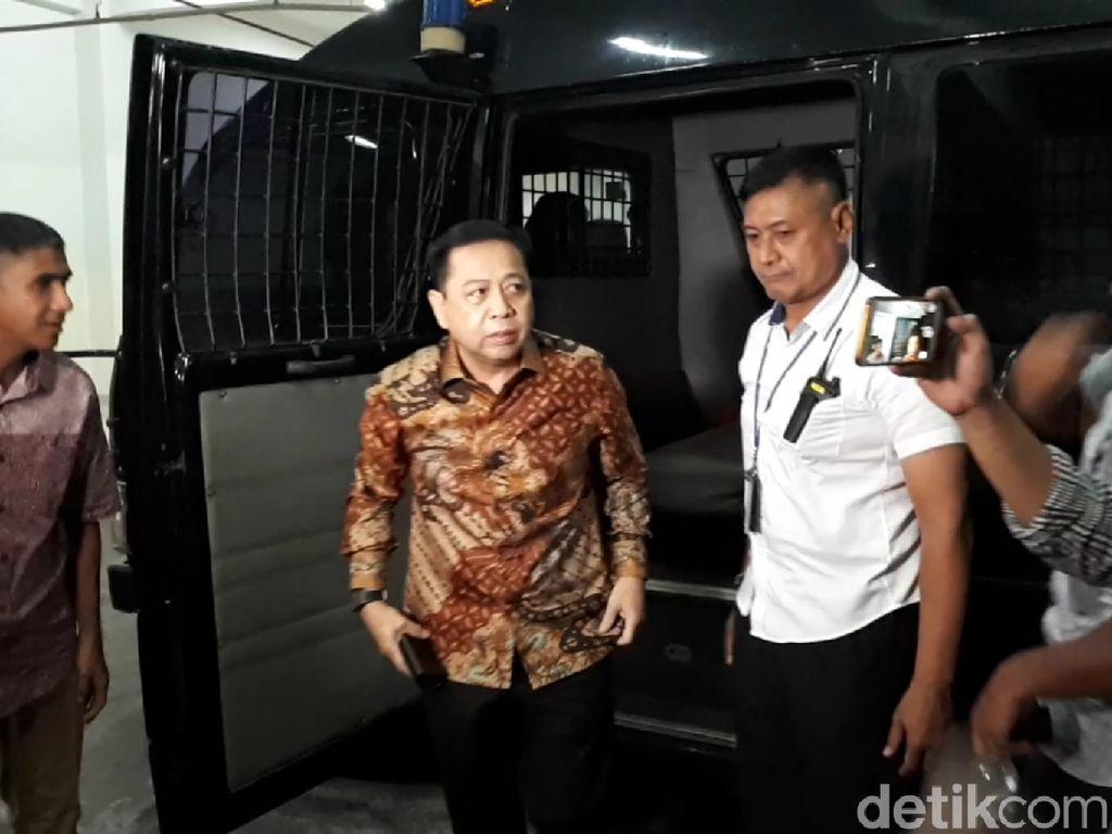 Tiba di Pengadilan Tipikor, Setya Novanto Disambut Istri