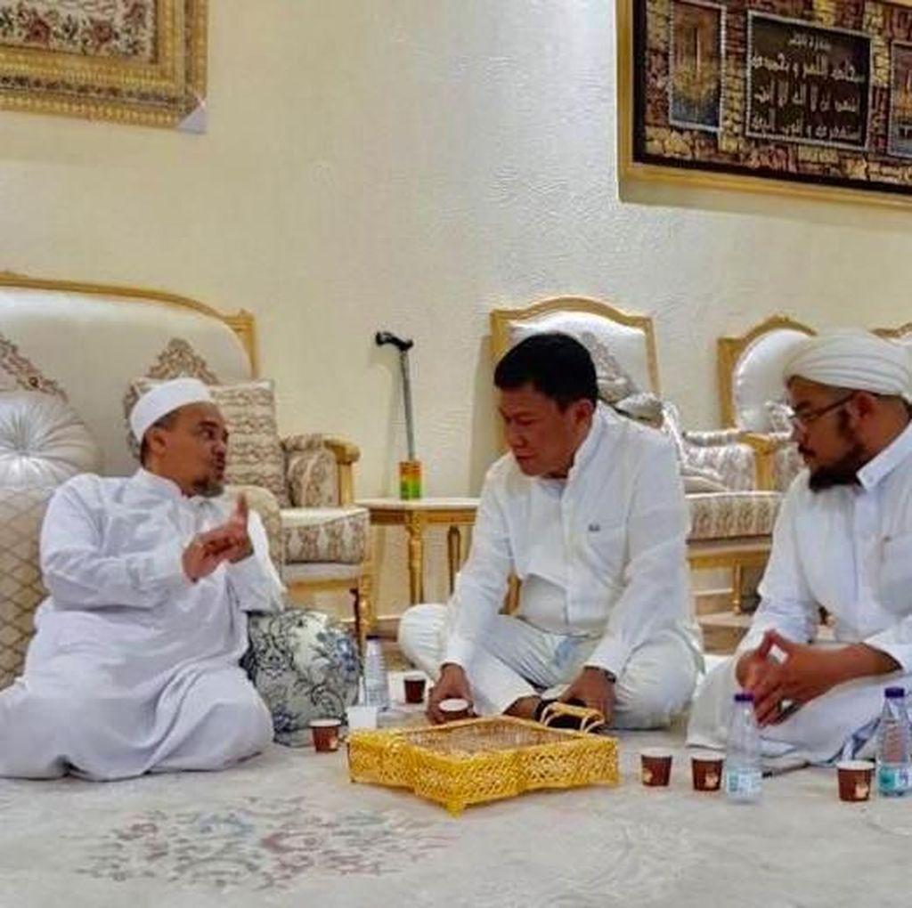 Saat Politikus PDIP Temui Habib Rizieq, Jokowi Bertemu PA 212