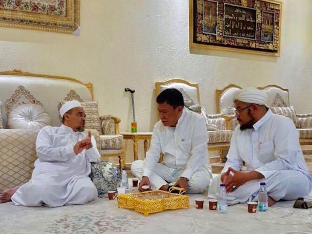 Politikus PDIP yang Bertemu Rizieq: Novel Bamukmin Ngawur!