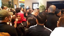 Makin Adem! Rieta Amalia Gandeng Suami Dukung Nagita Slavina dan Raffi