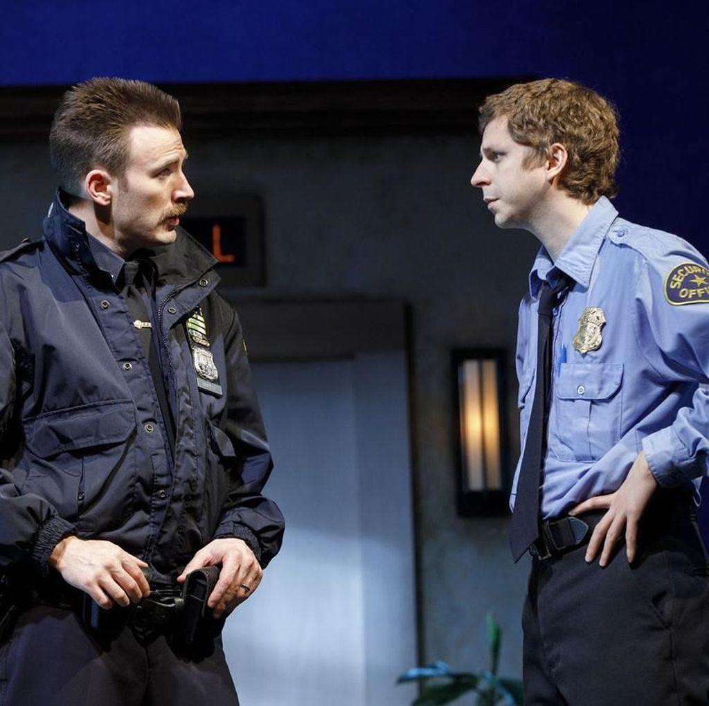 Chris Evans Kini Sibuk dengan Panggung Broadway Lobby Hero
