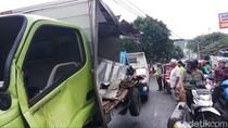 Mobil Boks Tertabrak Kereta di Kramat Sentiong