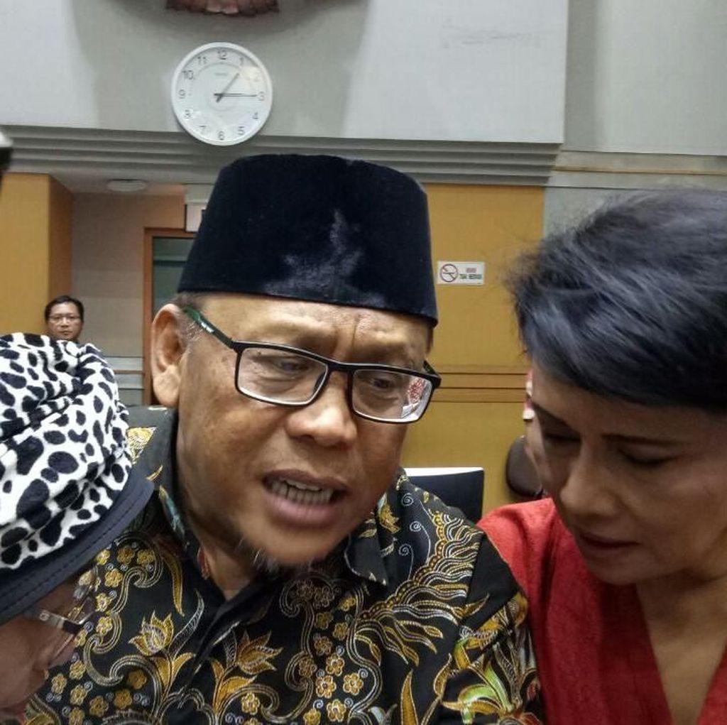 Bersama Korban Abu Tours, Eggi Sudjana Mengadu ke Komisi VIII DPR