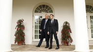 Video Kemesraan Trump dan Macron