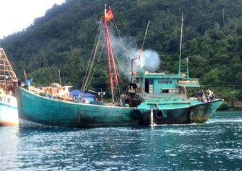 Top! Susi Tangkap Kapal Maling Ikan Asal Vietnam di Natuna