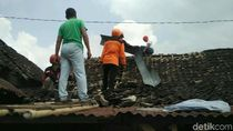BPBD Bantul Bantu Seng dan Asbes untuk Korban Puting Beliung