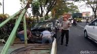Tabrakan Mobil dan Truk di Pasuruan, 1 Tewas, 4 Luka