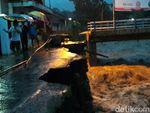 Banjir Bumiayu: 4 Kendaraan Hanyut, 2 Jembatan dan Talud Ambrol