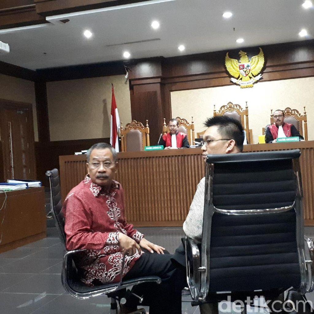 Eks Ketua PT Manado Menangis Akui Terima Suap