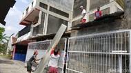 Sempat Hujan, Korban Puting Beliung Lanjutkan Perbaiki Rumah