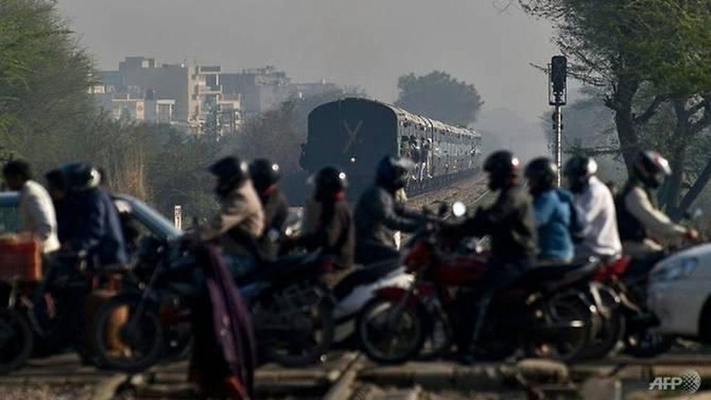 Tragis! Kereta Api Tabrak Bus Sekolah di India, 13 Anak Tewas