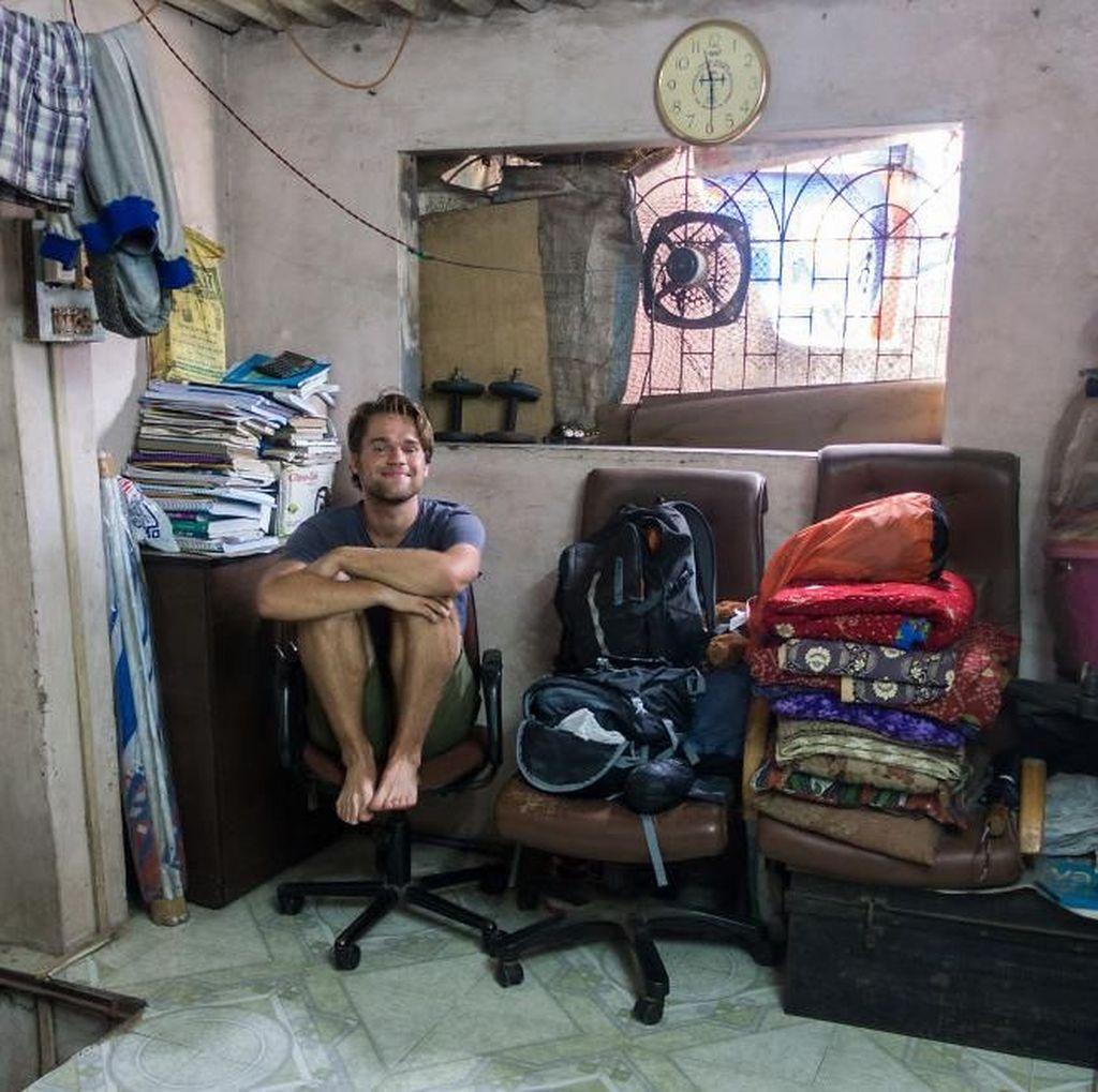 Kisah YouTuber Bule Tinggal di Pemukiman Kumuh Terbesar Asia