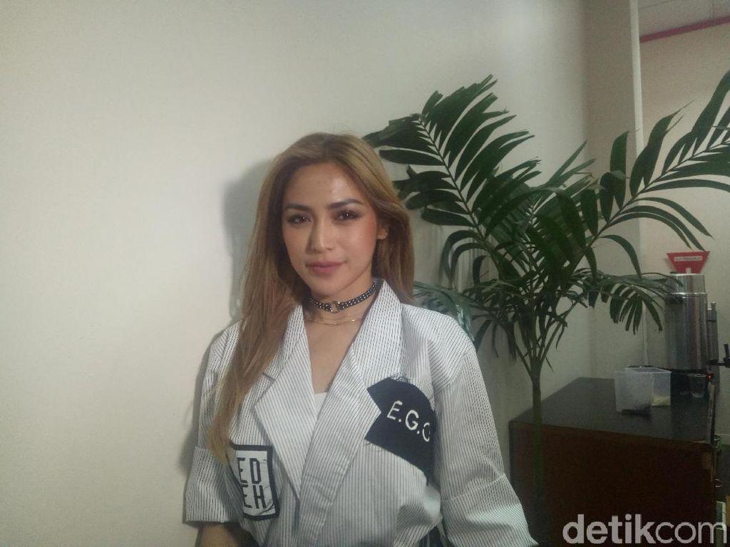 Jessica Iskandar Ngaku Punya Hubungan Serius dengan Seorang Pria