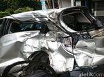 Diseruduk Kopaja, Mobil Ini Ringsek di Jl Rasuna Said