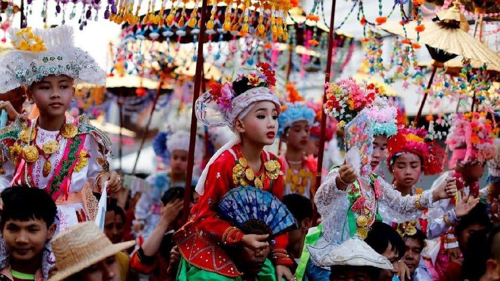 Ritual Menjadi Orang Suci di Thailand