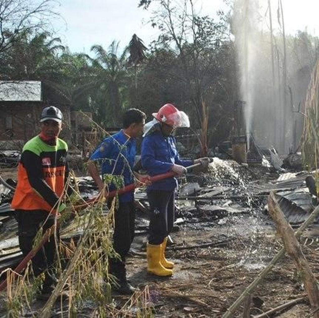 Foto: Lokasi Sumur Minyak Meledak di Aceh Luluh Lantak