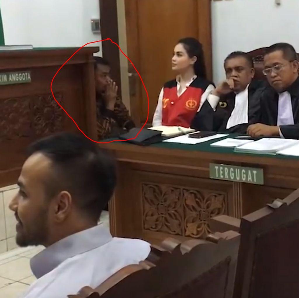 Video Bodyguard Jennifer Dunn Diusir Hakim