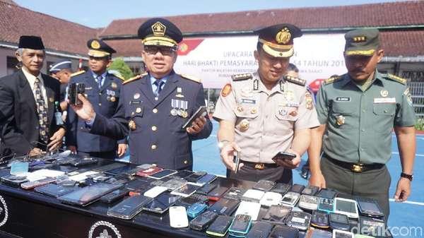 Setengah Juta Handphone Milik Napi di Jabar Dimusnahkan