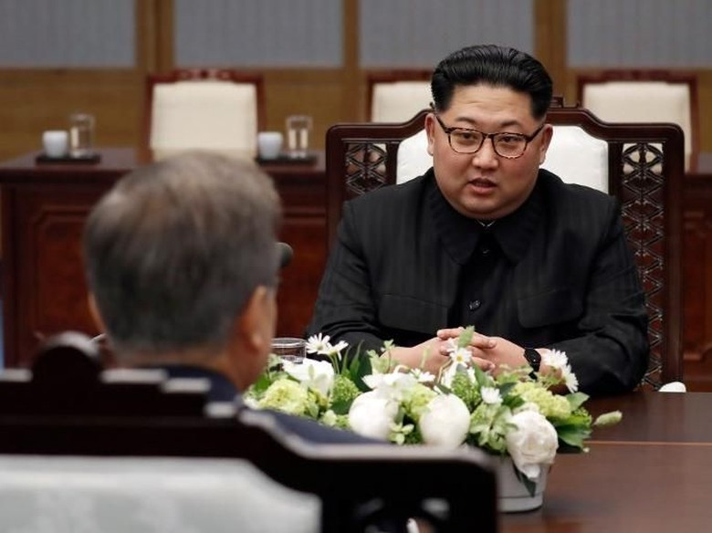 Sempat Ejek 'Bodoh', Kini Duterte Sebut Kim Jong-Un 'Pahlawan'