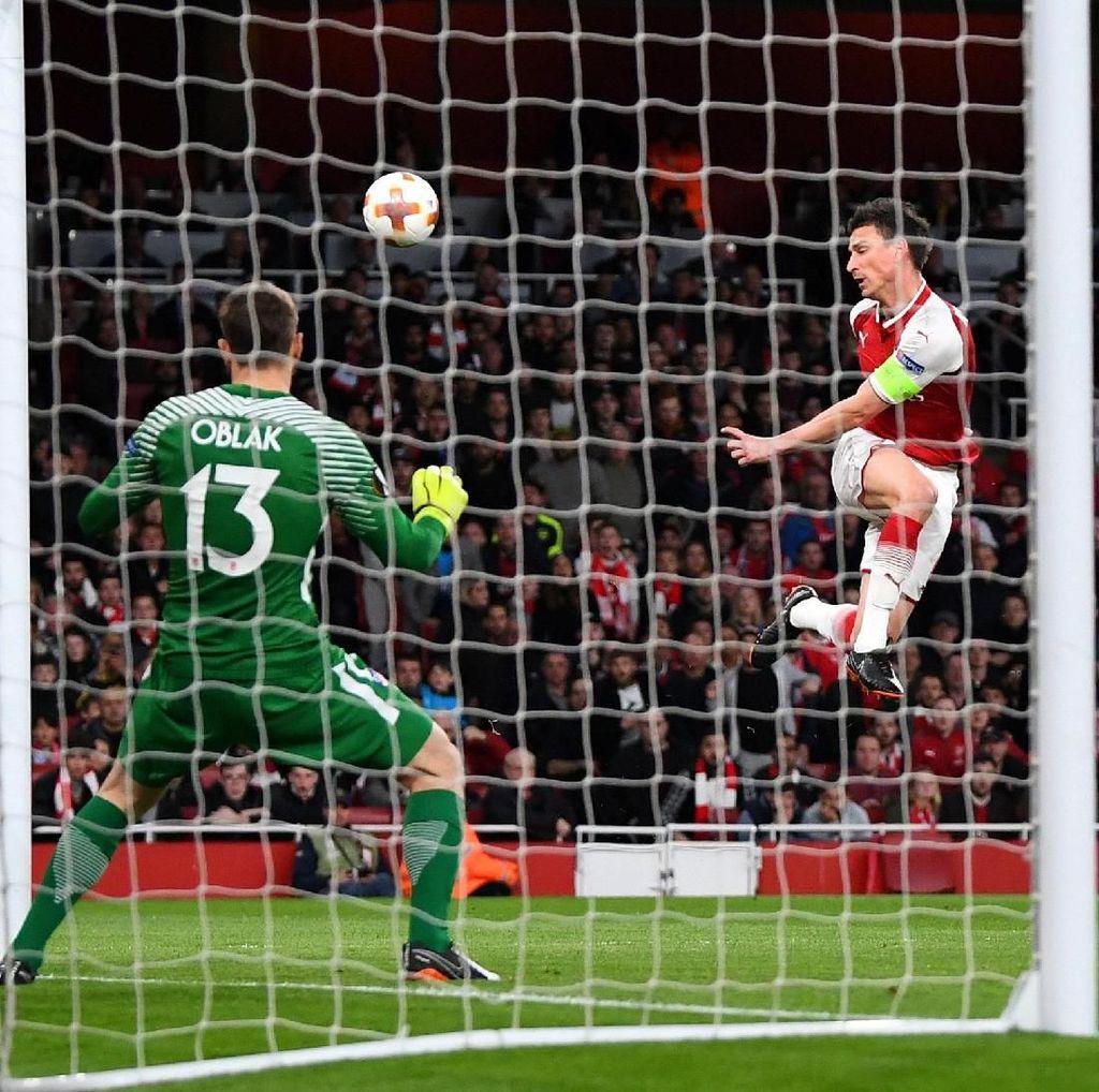 Vrsaljko Dikartu Merah, Arsenal Vs Atletico Masih 0-0