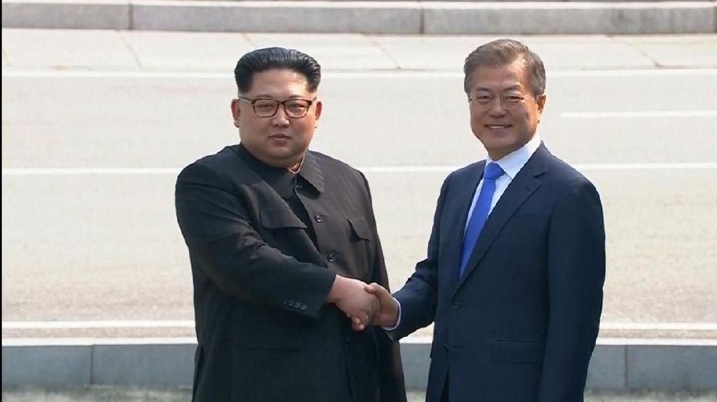 Kim Jong-Un Pemimpin Korut Pertama yang Menginjakkan Kaki di Korsel