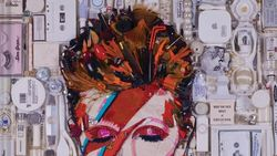 Potret David Bowie Ini Terbuat dari Tumpukan Sampah