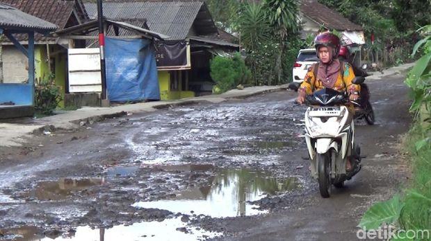 Jalan Menuju Lokasi Venue MTB Asian Games di Subang Rusak Parah