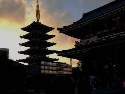 Romantisme Kuil Sensoji Jepang Saat Senja