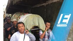 Warga Lepas Jenazah Laila Sari Dibawa ke TPU Karet Bivak